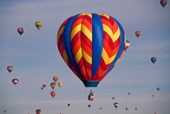 """By John Fowler from Placitas, NM, USA (ABQ Balloon FiestaUploaded by russavia) [<a href=""""http://creativecommons.org/licenses/by/2.0"""">CC-BY-2.0</a>], <a href=""""https://commons.wikimedia.org/wiki/File%3AABQ_Balloon_Fiesta_(4000537585).jpg"""">via Wikimedia Commons</a>"""